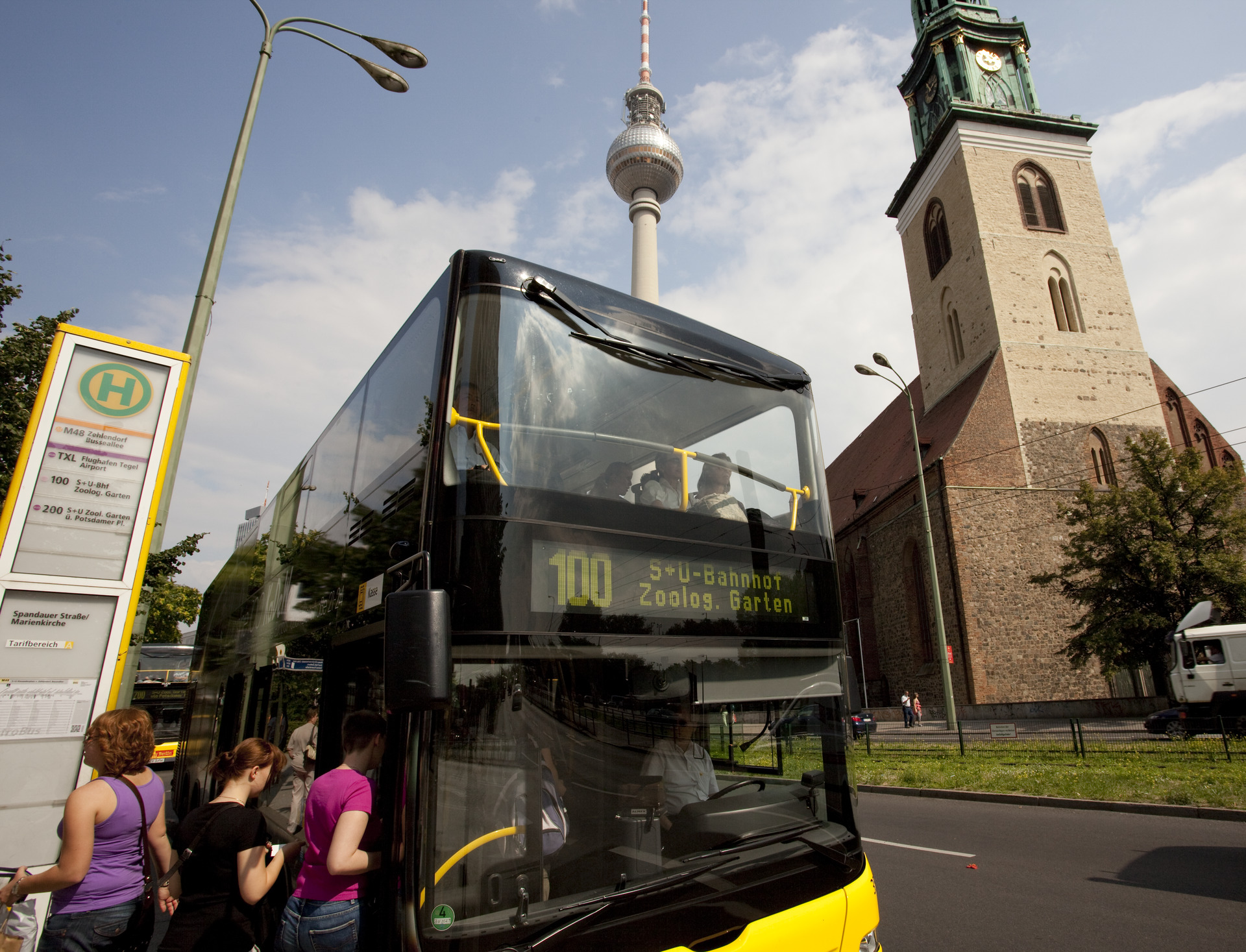 Explore Berlin by bus 100