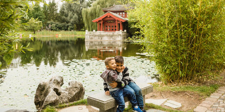 Visit with children to the Gardens of the World in Berlin