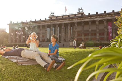 Familie in Berlin-Museumsinsel