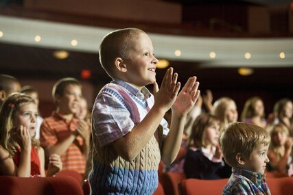 Kinder im Theater