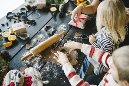 Children bake for Christmas