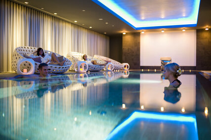 Relaxen im Pool im Holmes Place SPA am Potsdamer Platz in Berlin