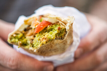 Street Food Falafel im Wrap