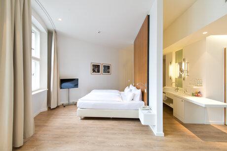 ellington hotel berlin. Black Bedroom Furniture Sets. Home Design Ideas