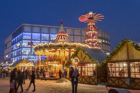Weihnachtsmarkt Auf Dem Alexanderplatz In Berlin Visitberlin De