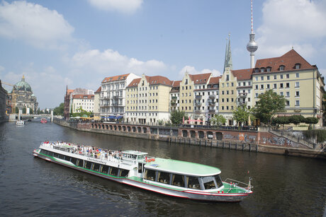 The river Spree flows through Nikolaiviertel