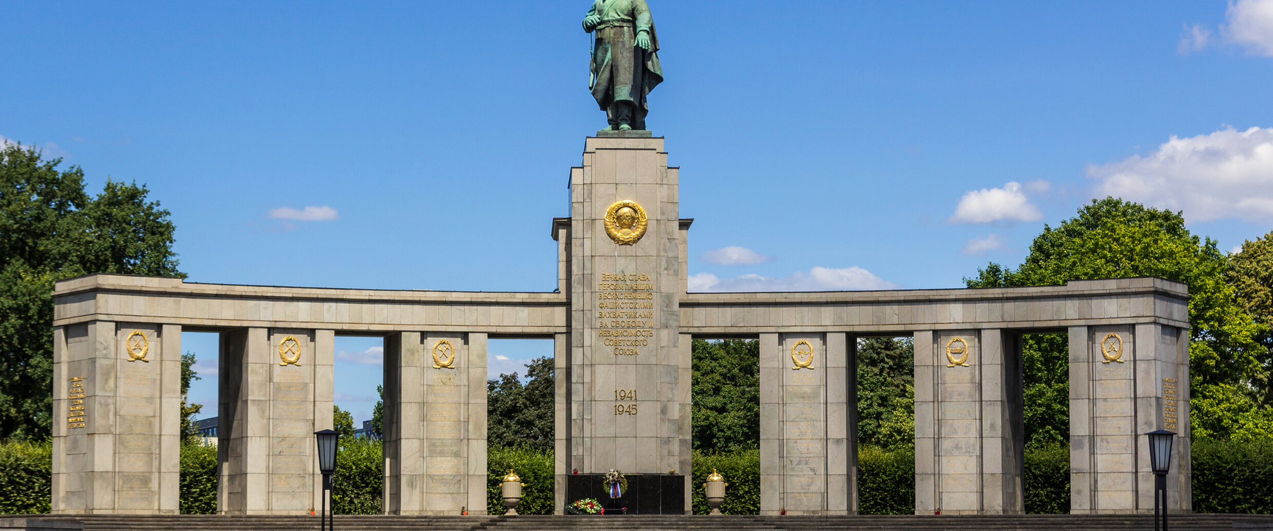 soviet memorial tiergarten. Black Bedroom Furniture Sets. Home Design Ideas
