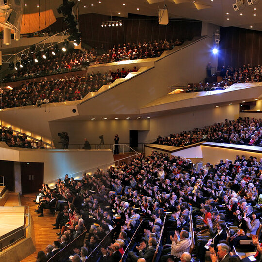 Saal der Philharmonie in Berlin - Konzert der Philharmoniker mit Sir Simon Rattle