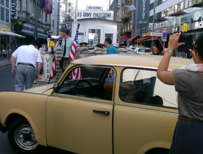 Trabi-Safari am Checkpoint Charlie