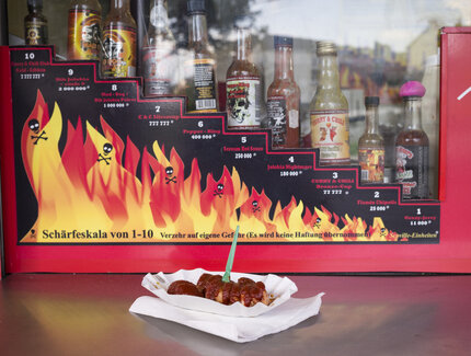 Currywurst und Chilisaucen bei Curry & Chill