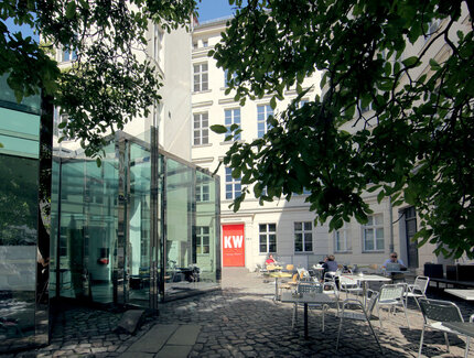 Photo: court of KW Institute for Contemporary Art mit Café Bravo
