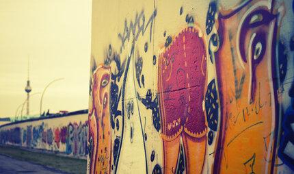 Buntes Graffiti Mit Fernsehturm In Berlin