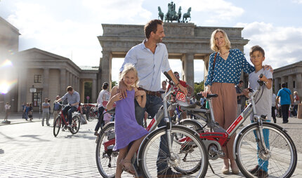 Cycling tour with the family through Berlin