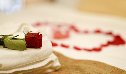 Romantic Hotels in Berlin - roses on the bed